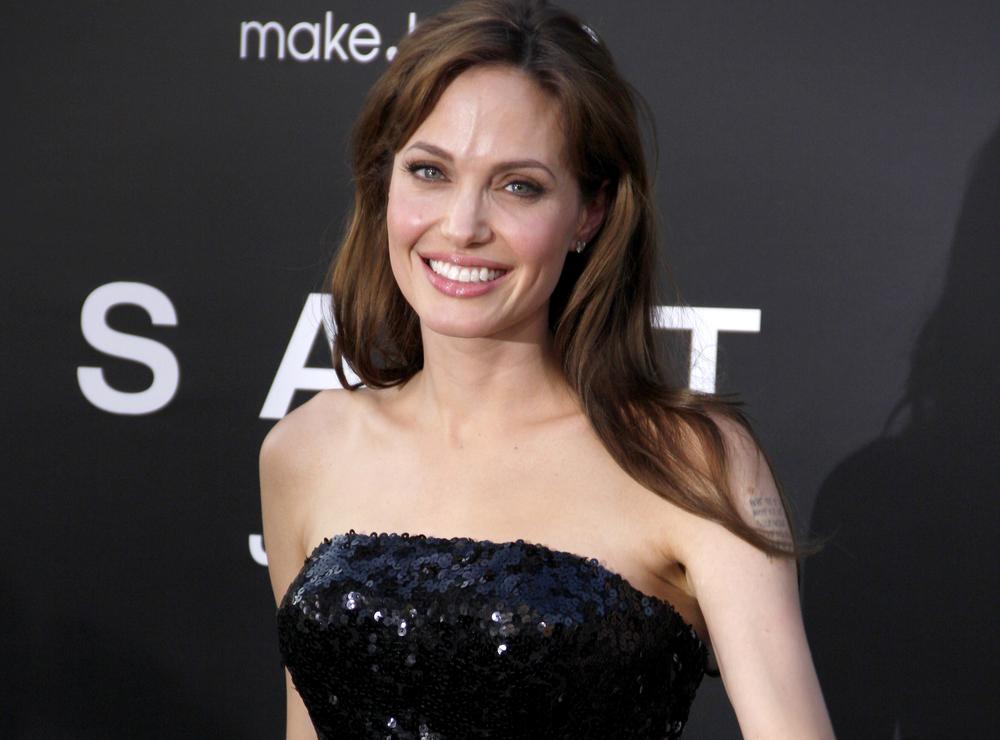 Angelina Jolie - Bucura-te de fericire alaturi de cei dragi