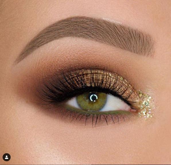 Glittery smoky eyes