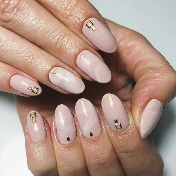 Manichiura quartz aplicatii gold