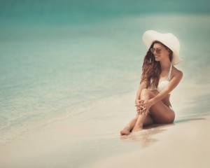 Imi place sa stau la plaja si sa ma bucur de soare.