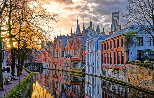 Adevarat sau Fals: Capitala Belgiei este Bruges.