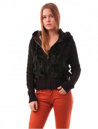 Jacheta tricotata cu blanita neagra