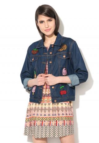 Jacheta din denim cu aplicatii multicolore