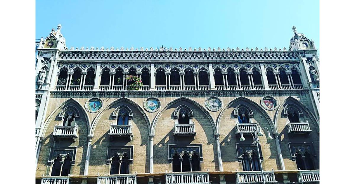 Goticul din Bari este extrem de bogat, de opulent in detalii