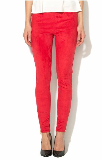 Pantaloni rosii cu aspect piele intoarsa