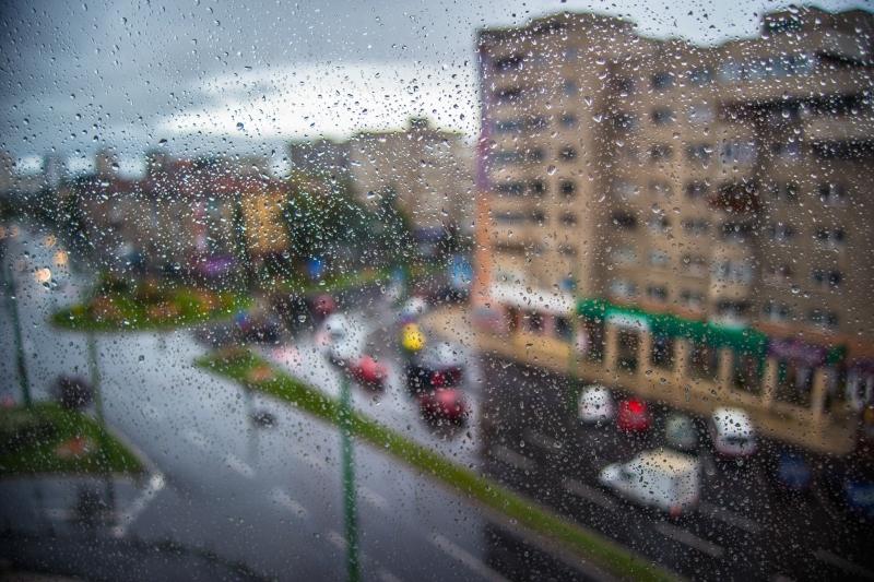 Ploaie la fereastra