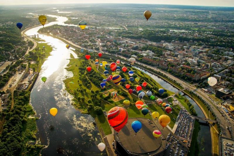 100 baloane pentru Romania