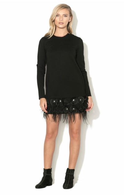 Rochie cu aplicatii din pene