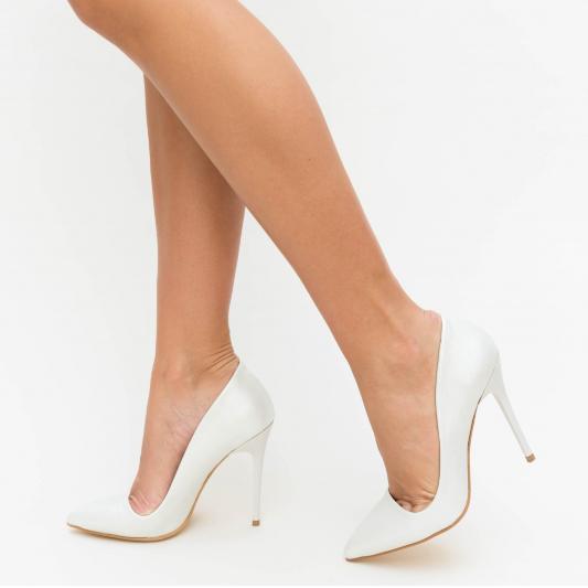 Pantofi albi