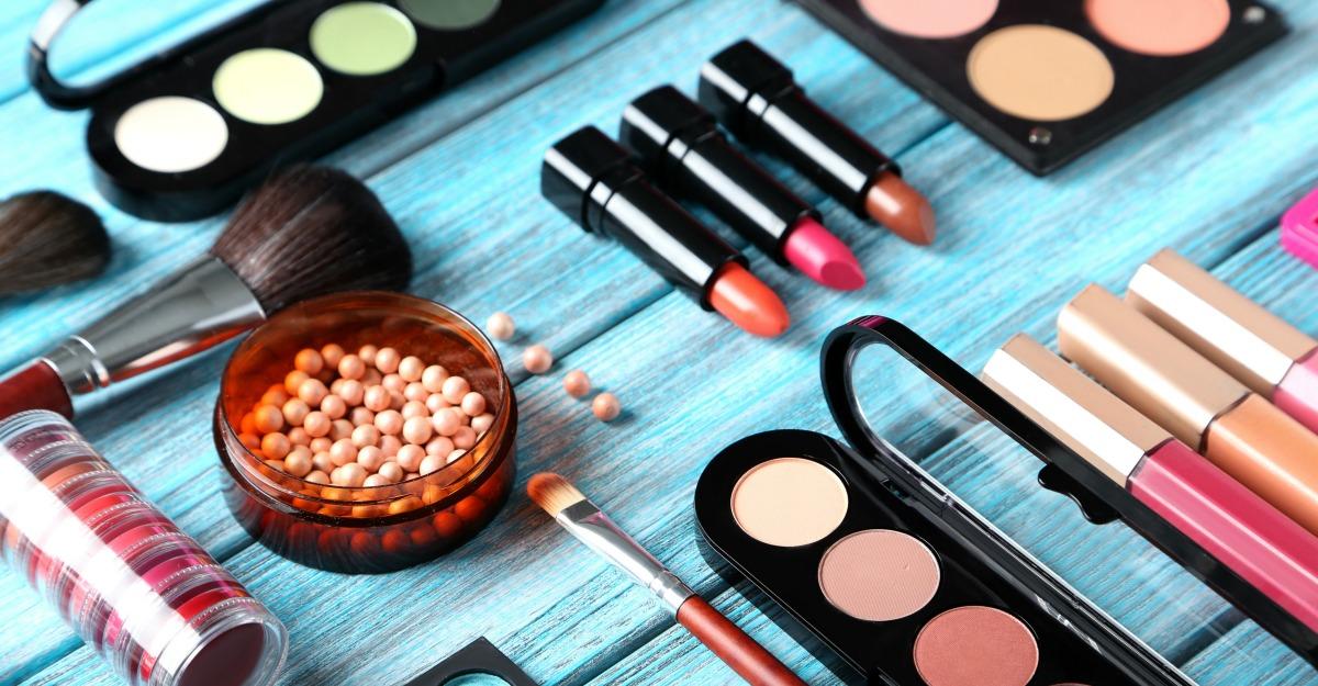 Magazine cu produse profi de make-up si accesorii de machiaj