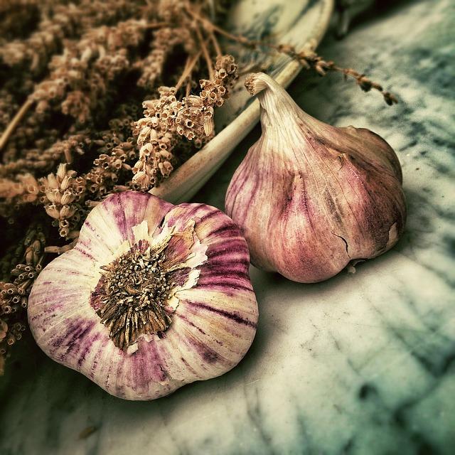 beneficiile usturoiului pentru sanatate: util in cancer, slabire, probleme digestive, boli autoimune, imunitate