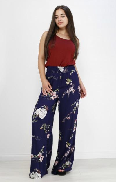Pantaloni vaporosi cu imprimeu floral