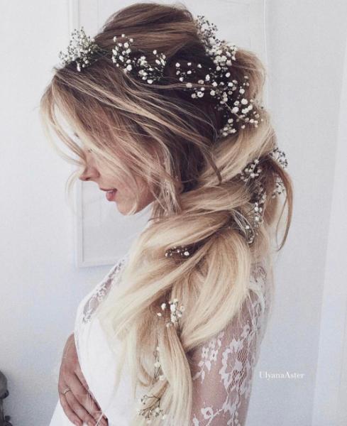 Coafuri Elegante Cu Flori In Par Trebuie Sa Le Incerci