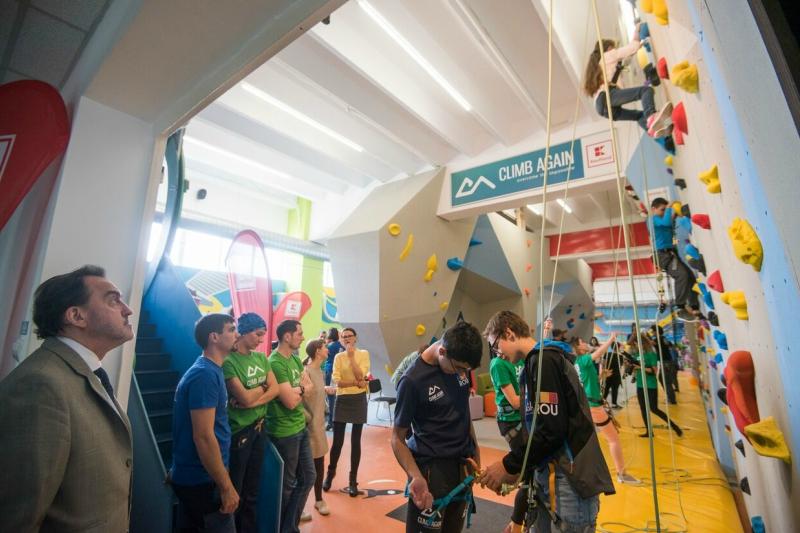 Centrul Climb Again