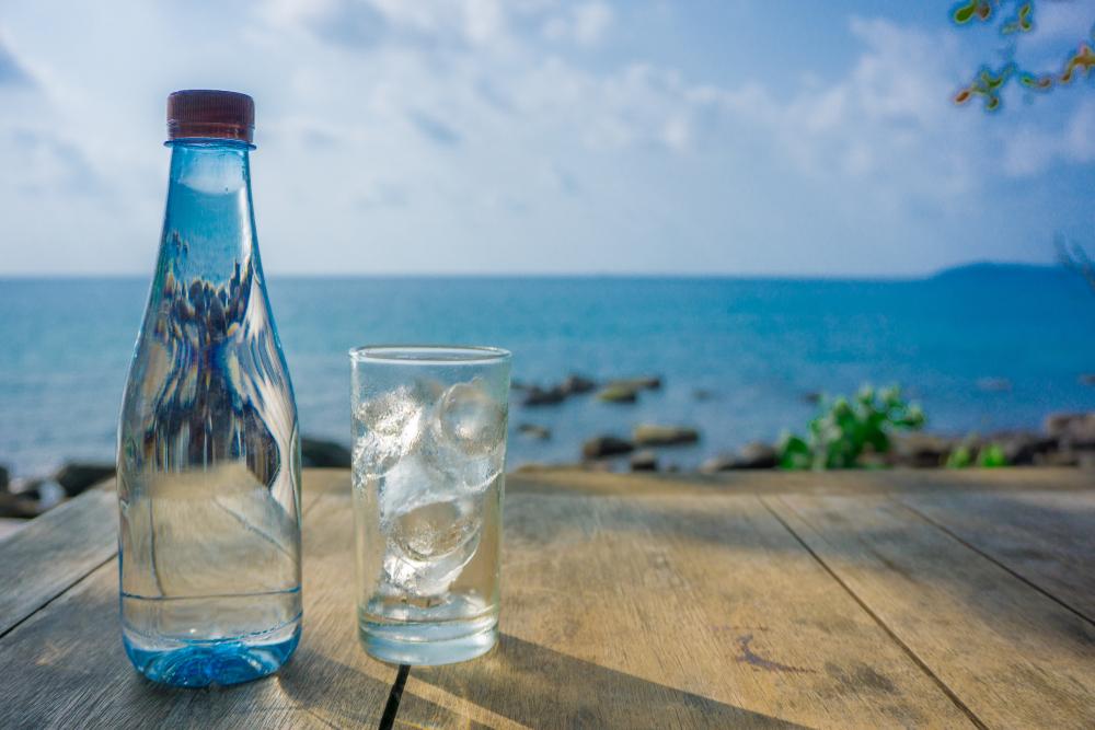 sfaturi pentru o digestie usoara in calatorie: hidratarea